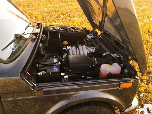 Az 1,7-es motor orosz fejleszés, a torkosabbik fajtából. A pótkerék is a motortérben van, úgy, mint rég